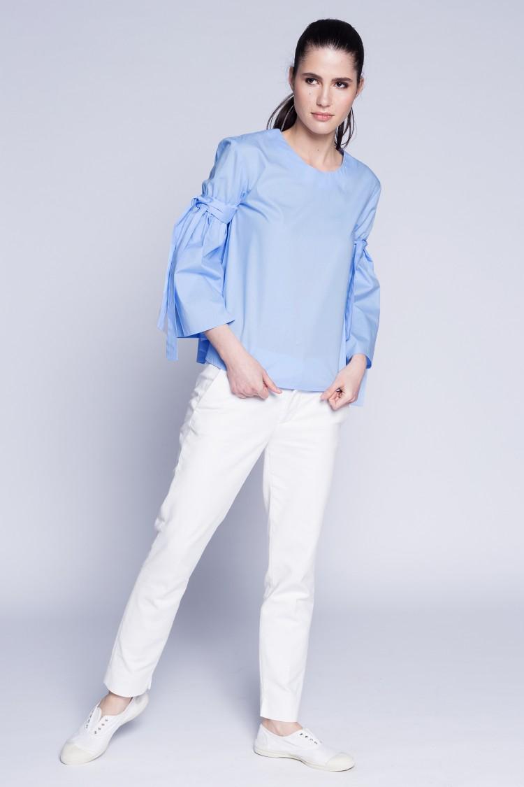 Bluza bleu cu maneci evazate