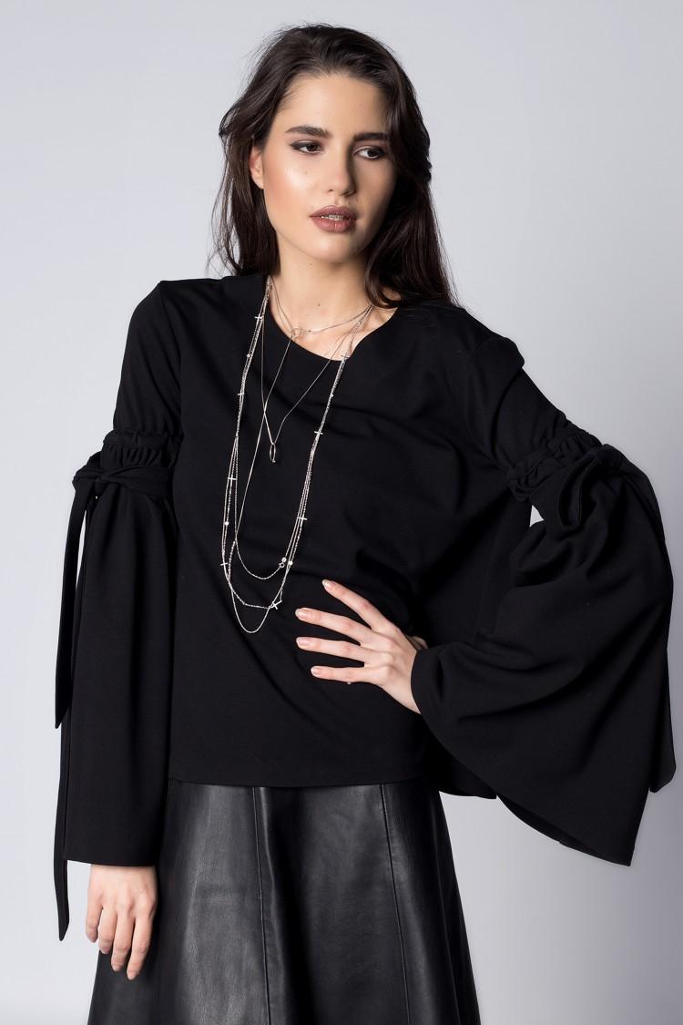 Bluza Neagra cu Maneci Evazate